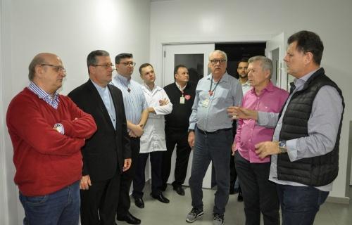 Dom Onécimo visita o Hospital Regional