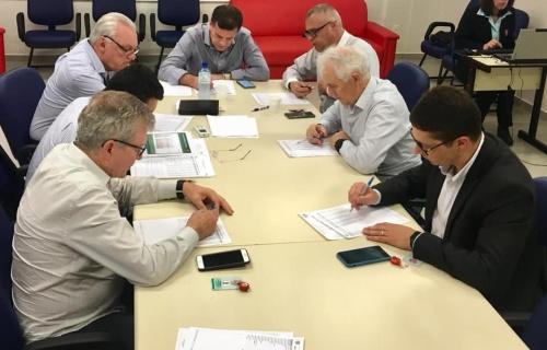 Diretoria discutiu alguns projetos em reunião