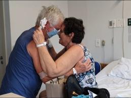 Casal de reencontra no Hospital Regional depois de 14 dias
