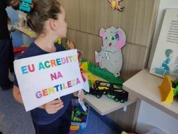 Escola de Laurentino presenteia Hospital Regional com brinquedos